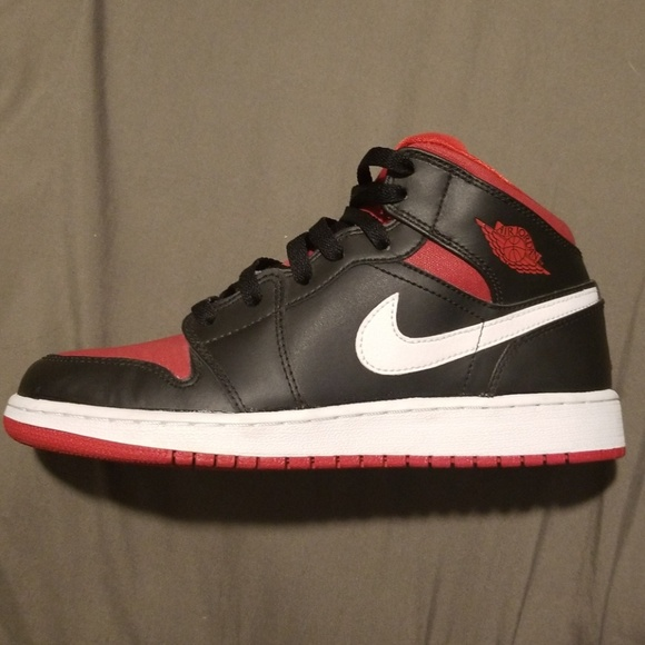 premium selection 3f4c7 f6bb3 Air Jordan Retro 1 Boys Youth Shoes